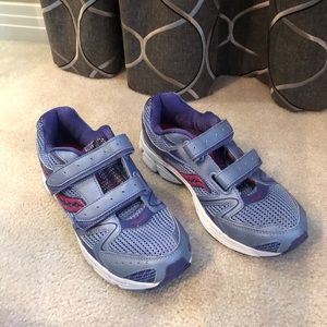 NWOT Saucony Velcro Shoes 6 Big Girls, 7.5 Ladies